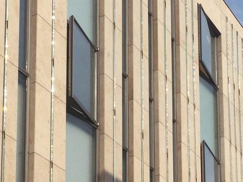 外壁のプリズムガラス1